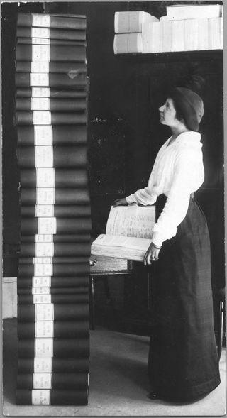 Elin_Wägner_och_namninsamlingen_1914